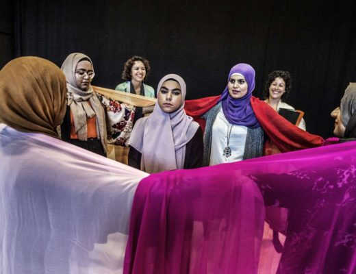 Ur Svenska Hijabis (regi: America Vera-Zavala (foto: Lars Pehrson)