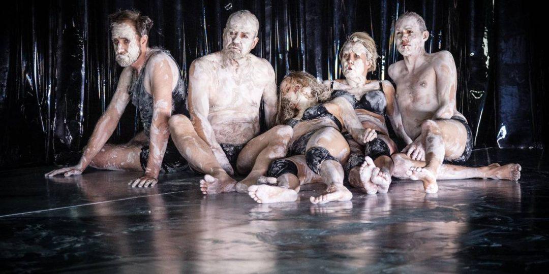 När är naket relevant på en teaterscen? Här ur Århundradets kärlekskrig på Kulturhuset Stadsteatern i våras.